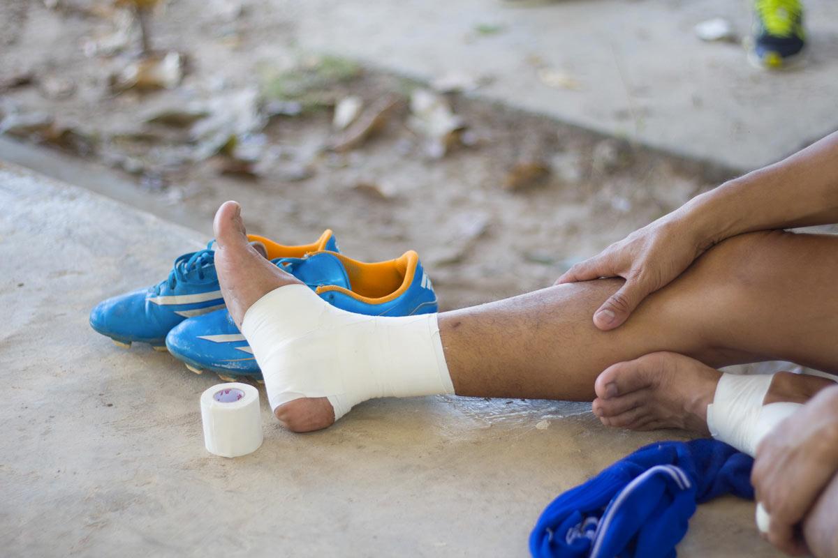 Danni alla persona - caviglia fasciata, Infortunistica Tossani