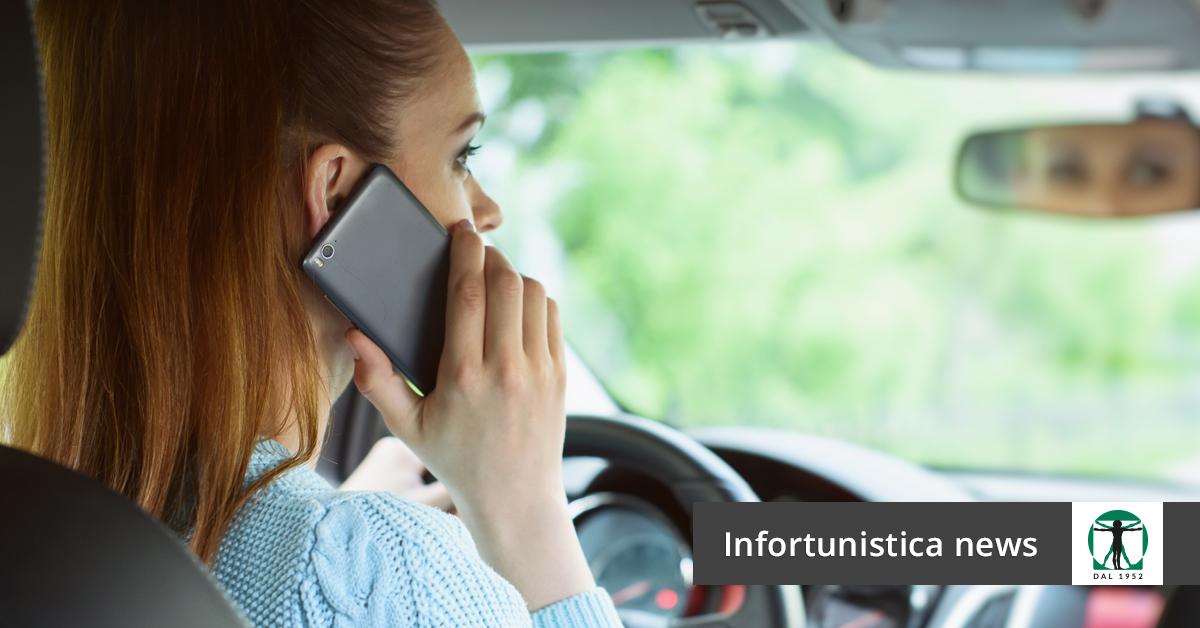 donna al volante con smartphone, Infortunistica Tossani