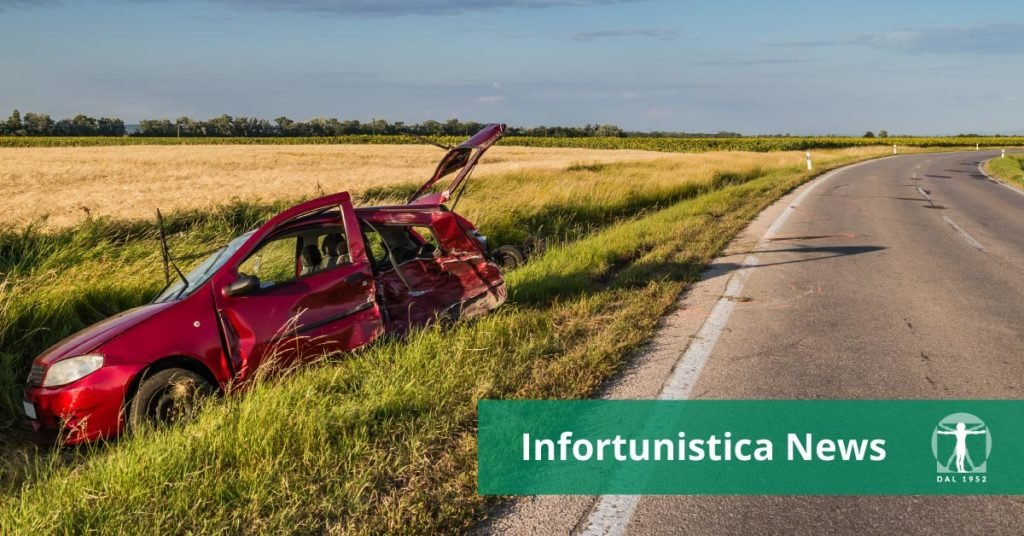 auto incidentata fuori strada in un fosso, incidente strale, infortunistica Tossani
