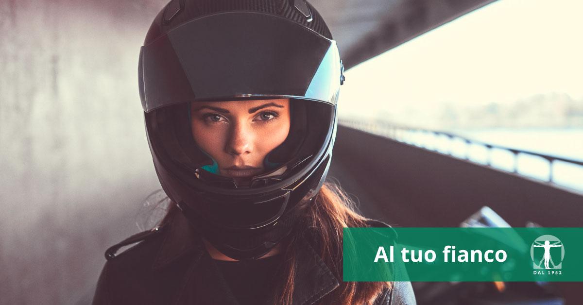 Il casco salva la vita. Sceglilo bene e tienilo allacciato